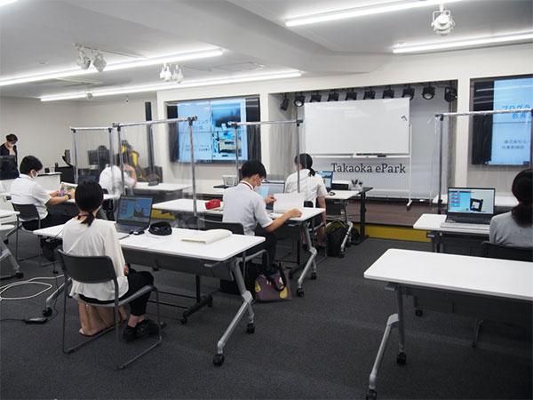 新しく採用された学校の先生が学ぶプログラミング教育